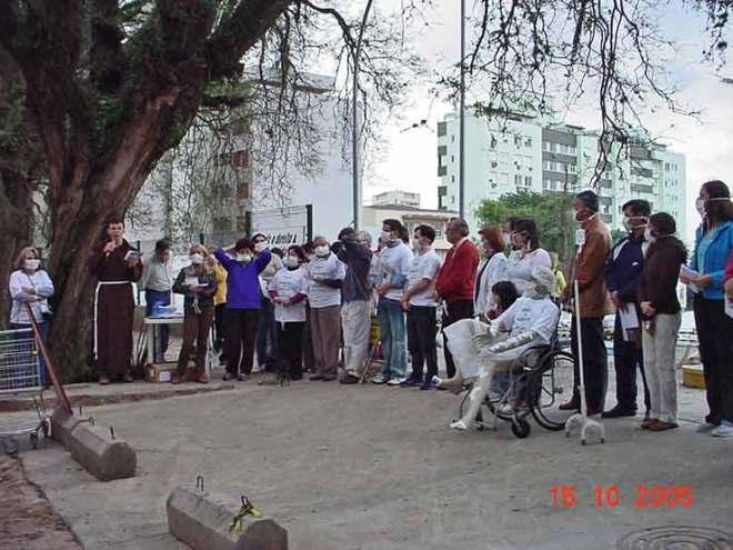 Em 15/10/2005 a primeira ação pública em defesa da Rua Gonçalo de Carvalho, ameaçada pela construção de uma grande obra.