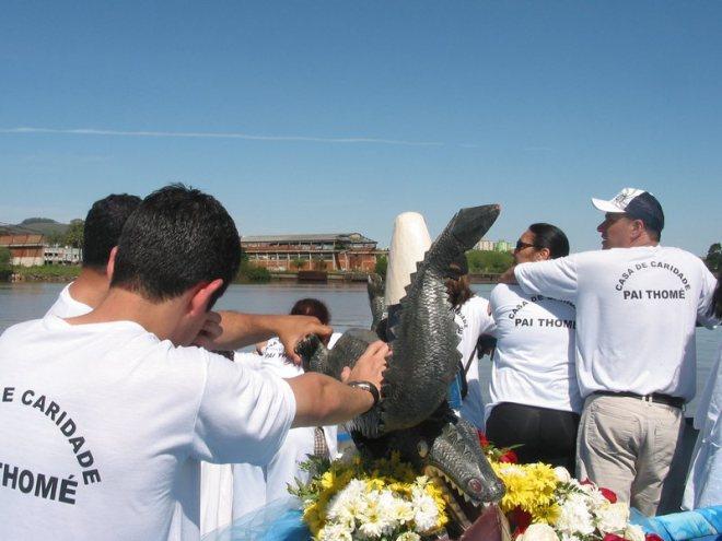 A imagem da Auxiliadora chegando na Ponta do Melo (Pontal do Estaleiro).