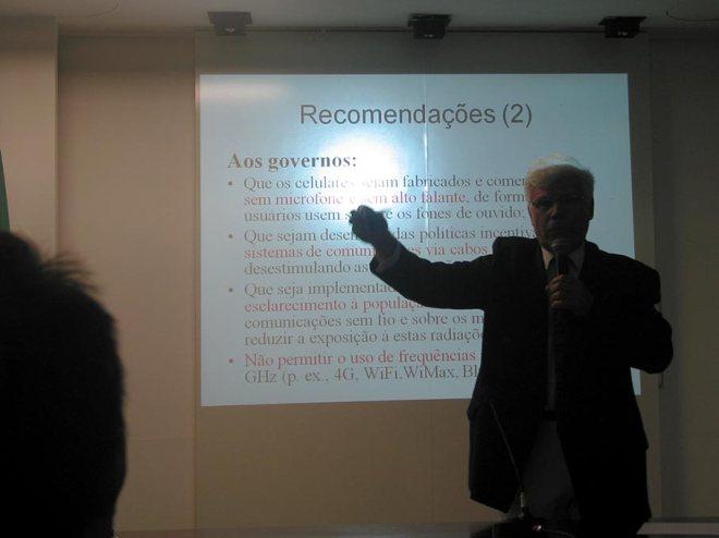 """Salles: """"os governos precisam esclarecer a população sobre os riscos da radiação"""" - Foto: Cesar Cardia/Amigos da Rua Gonçalo de Carvalho"""