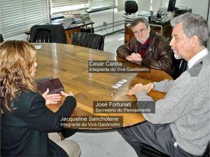 Os integrantes do Movimento Jacqueline Sanchotene e Cesar Cardia (este também integrante do Amigos da Rua Gonçalo de Carvalho e sócio benemérito da AMABI) na reunião com o secretário de Planejamento José Fortunati em 25 de junho de 2007.