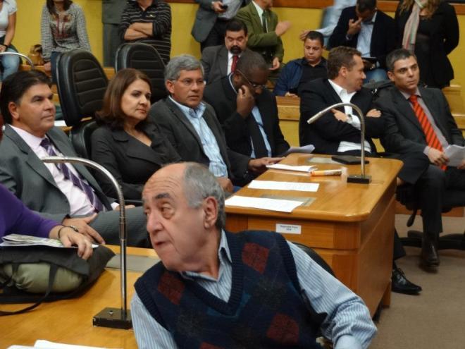 Caio Lustosa (em primeiro plano) na Audiência Pública sobre as obras no entorno do Gasômetro - Foto: Naian Meneghetti