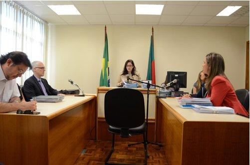 Representantes do MP e do Município de POA  participaram de audiência de conciliação no Foro da Tristeza (Foto: Sérgio Trentini)
