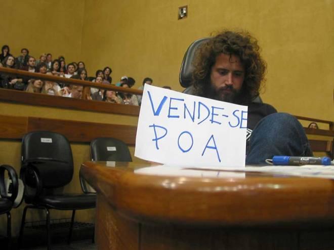 """Muitos protestos também para uma possível """"elitização da Orla no Gasômetro."""