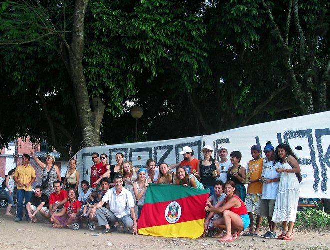 Ato em defesa do Parque da Harmonia na Praça do Aeromóvel em 17/12/2007 - Foto: Cesar Cardia/Amigos da Rua Gonçalo de Carvalho