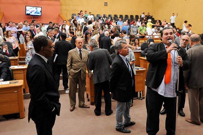 Nas galerias a ação dos ativistas junto aos vereadores - Foto: Ederson-Nunes/CMPA