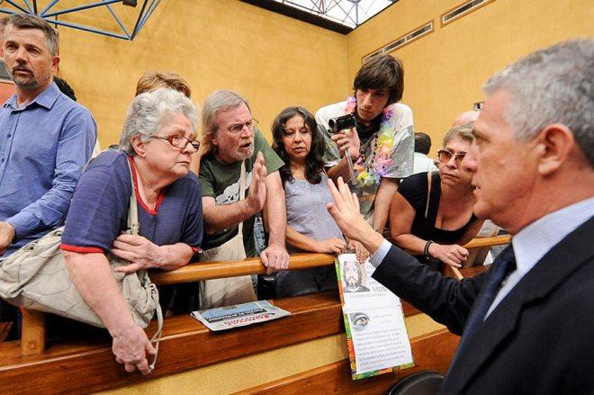 Ativistas pedem que não seja votado o projeto Parque do Gasômetro sem uma Audiência Pública e sem o rebaixamento da Av. João Goulart - Foto: Ederson-Nunes/CMPA