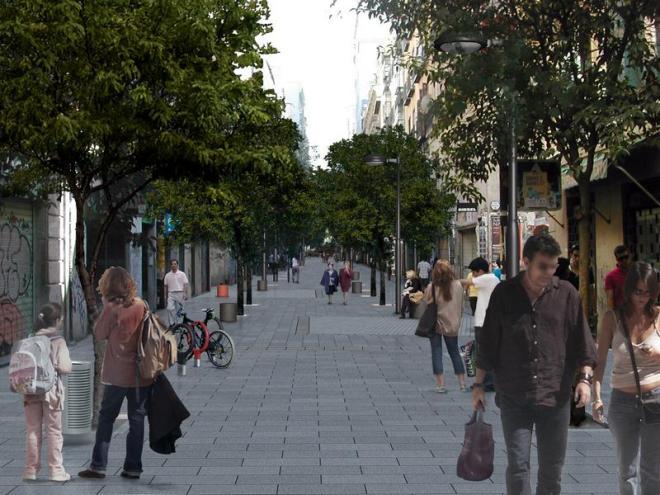 Calle Fuencacarral - sem carros, para pedestres e bicicletas e com ÁRVORES plantadas. Foto: Ayuntamiento de Madrid